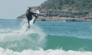 Coby Perkovich a jeho surfing 17/18
