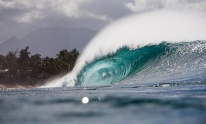 Pipeline Lights Up – Day 1